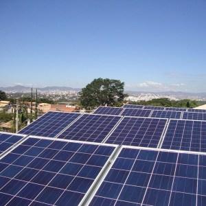 04 - Arranjo fototovoltaico finalizado - 16 x 310Wp Trina Solar