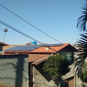 05 - Arranjo fotovoltaico finalizado - 14 x 310Wp Trina Solar
