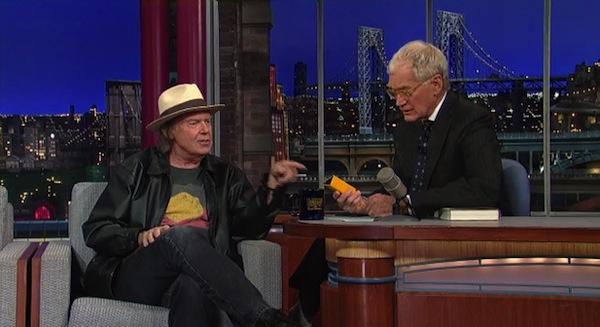 Neil Young tenta vender o Pono, o seu serviço de música que pretende acabar com o MP3