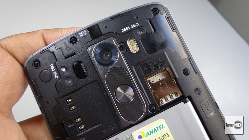 Does lg g2 have sd card slot