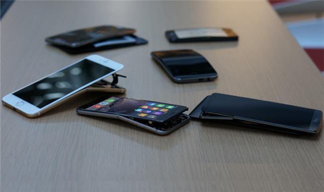 650 1000 bendgate 1 1 Na prática, todos os smartphones podem ser dobrados...
