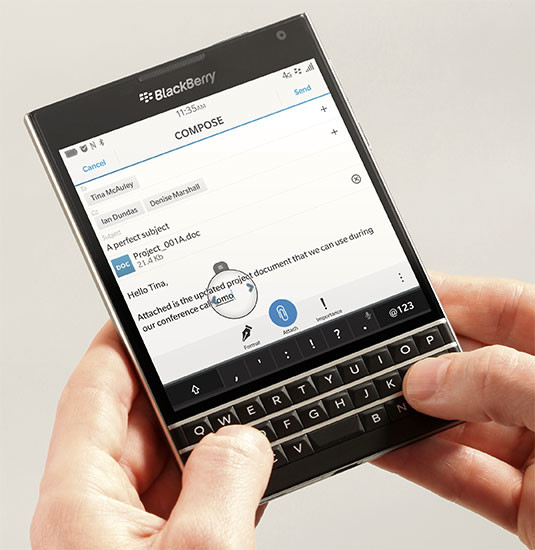 blackberry passport main1 BlackBerry Passport já está entre os mais vendidos da Amazon