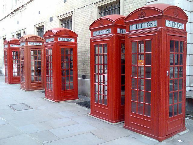 cabines telefonicas londres Londres começa a transformar suas cabines telefônicas em estações de recarga de smartphones
