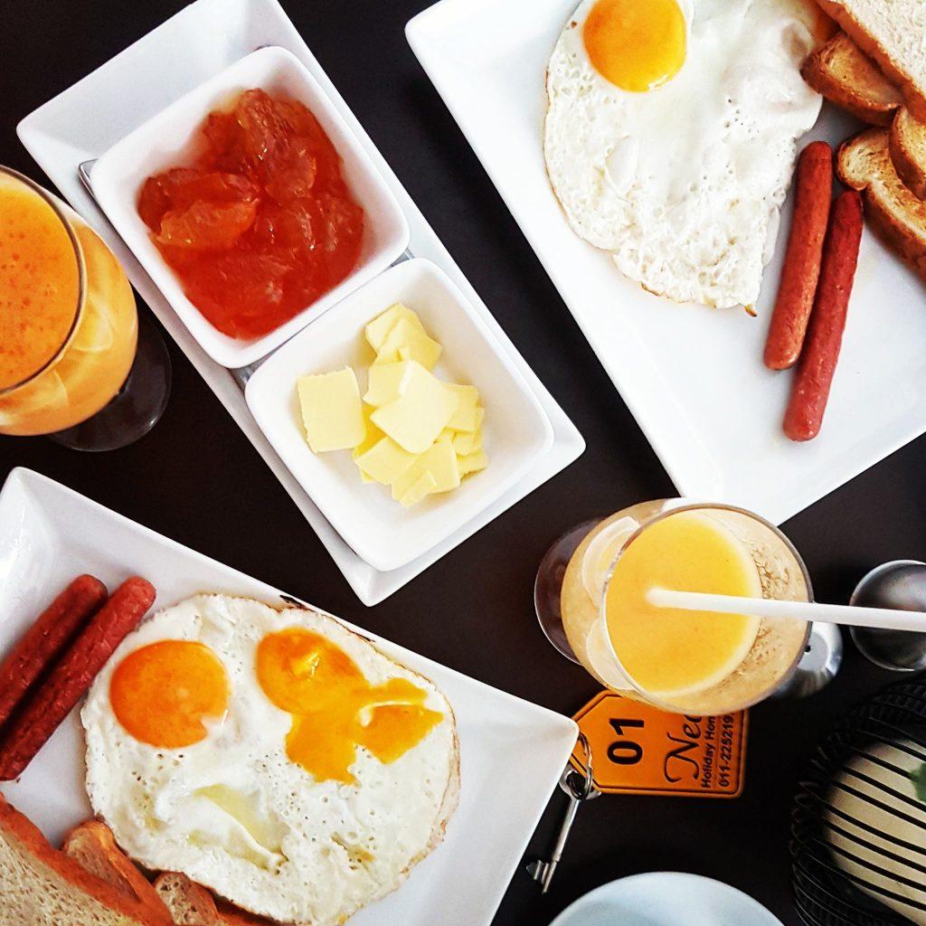 Śniadanie w hotelu Neo Holiday Katunayaka, niedaleko lotniska. Bardzo smaczne, angielskie śniadanie na Sri Lance :)