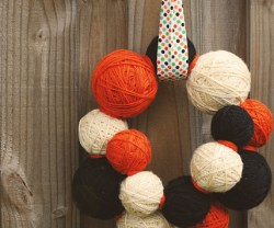 Halloween+Yarn+Wreath+007+copy[1]