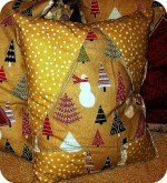 Guest Project — Make Handmade Holiday Pillows {gift idea}!