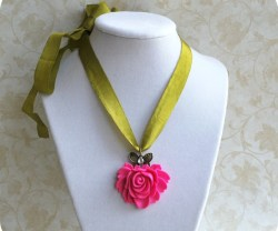 pink+and+green+necklace[1]