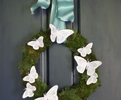 spring-butterfly-wreath