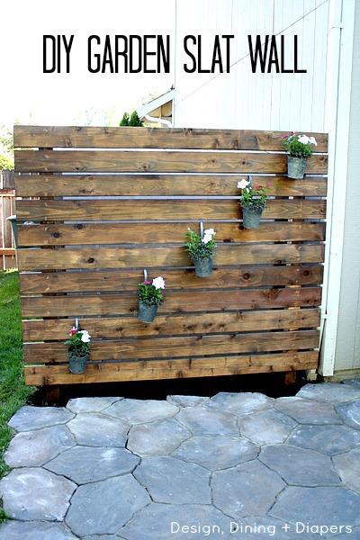 DIY-Garden-Slat-Wall-by-@tarynatddd1[1]