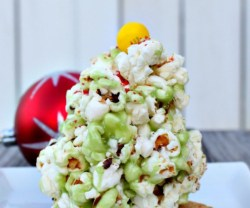 HAPPY Holidays: Popcorn Christmas Trees