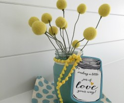Felt Ball & Mason Jar Gift Idea [& Free Printable!]