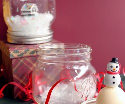Happy Holidays: EOS Lip Balm Snow Globe