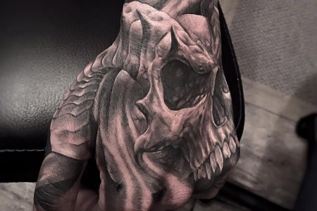 hand skull with horns