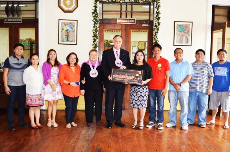 COURTESY CALL. Ambassador Neil Reeder, Canadian Ambassador to the Philippines, and his wife, Irene Reeder, pose with the officials of Vigan City headed by Mayor Eva Marie S. Medina and Vice Mayor Lourdes Baquiran together with the city councilors during their courtesy call at her office recently. (Photo courtesy of Vigan City Council)