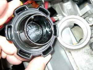 車 エンジンオイル 交換 方法 時期、2
