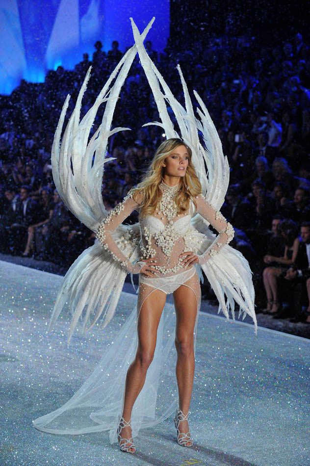 Swarovski Sparkles In The 2013 Victoria's Secret Fashion Show