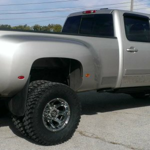 2008 Chevy 3500 Hankook dually tires