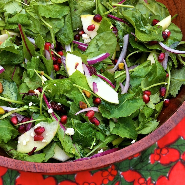 Red & Green Holiday Salad with Honey Vinaigrette | Teaspoonofspice.com