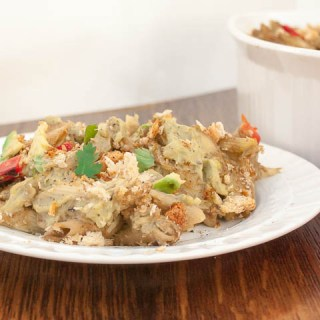A modern take on tuna noodles casserole that's healthy: Creamy Avocado Noodles and Tuna Casserole | @tspcurry