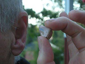 ?esky: Naslouchadlo – instalace do ucha Englis...
