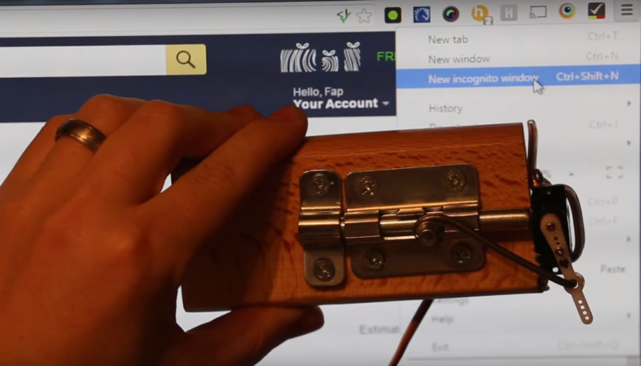 This Arduino-powered door automatically locks whenever you opens browser incognito mode