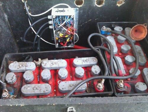 wpid IMAG0944 Batteri bank med Junktion box