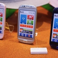 Fujitsu develops smartphone for elderly and technophobes