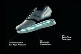 Samsung says this connected athletic shoes can help golfers' swing