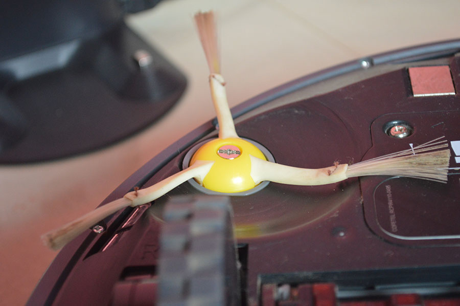 iRobot-Roomba-870-side-spin-brush