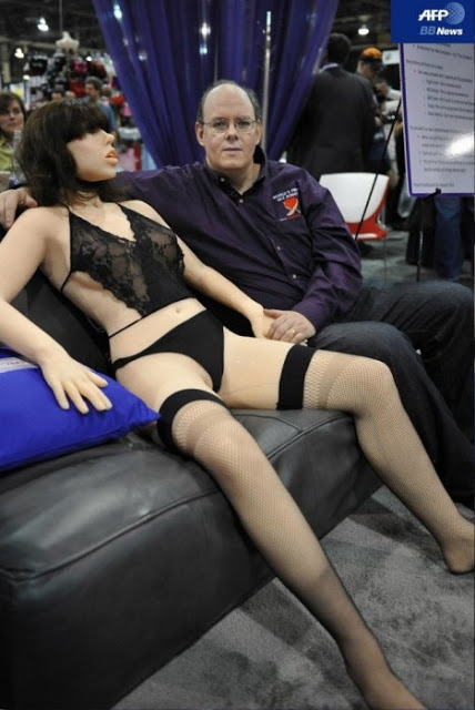 58174__468x_roxxxy-world-first-sex-bot-1