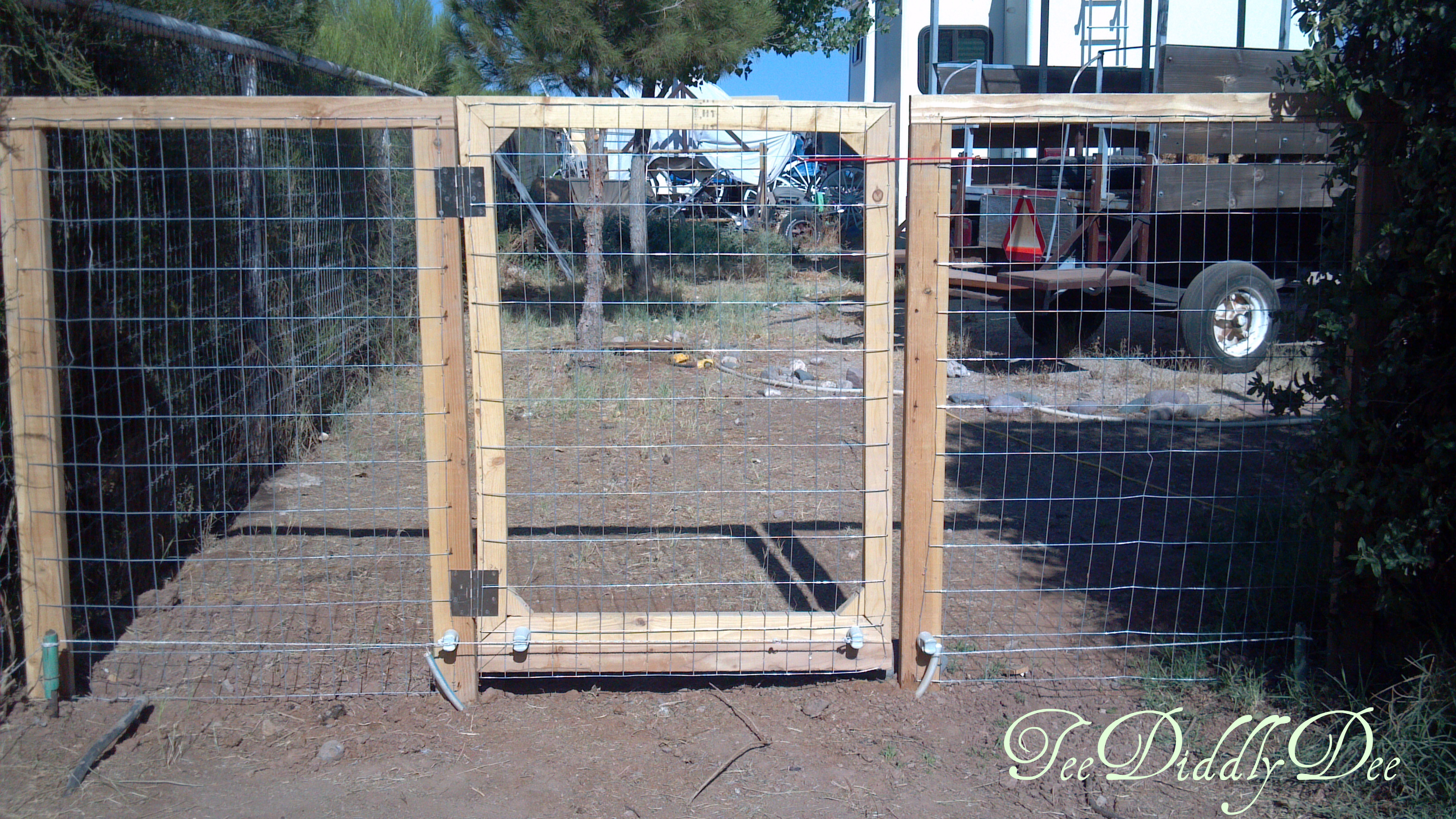 how to put up electric fence or wire for dogs horses animals