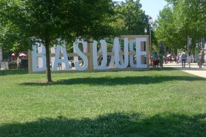 Basque sign greeting people as they enter the festival.