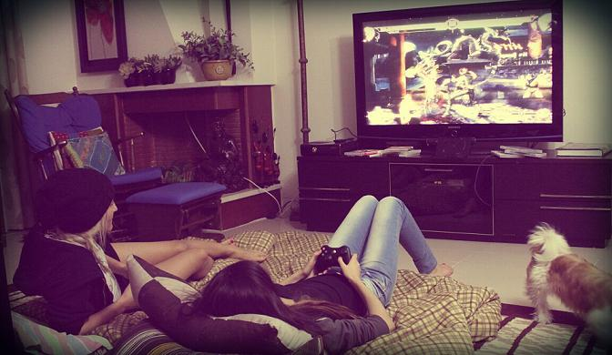 hot-girls-playing-videogames-sherry-hs