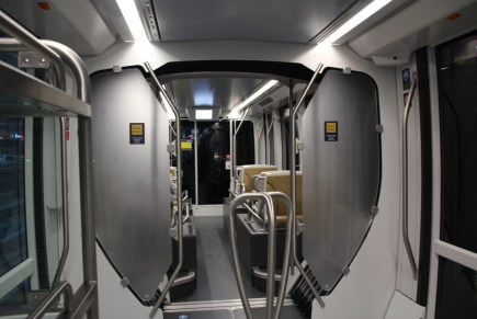 Ein Blick in die erste Klasse einer Straßenbahn in Dubai