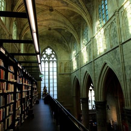 Ein Blick in der obersten Etage der Buchhandlung