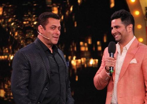 Image Courtesy: India TV Karan Mehra with Salman Khan in Bigg Boss Season 10