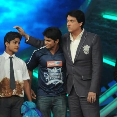 Choreographer Kartik Mohan With His Brother Prashant Mohan And Choreographer Shiamak Davar