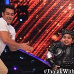 Salman and Akshat grooves on the Dhinka Chika song