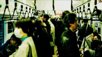 受験生の女子中学生が満員電車に乗れず・・・それを見ていた男子中学生がとった行動が男前すぎる!!