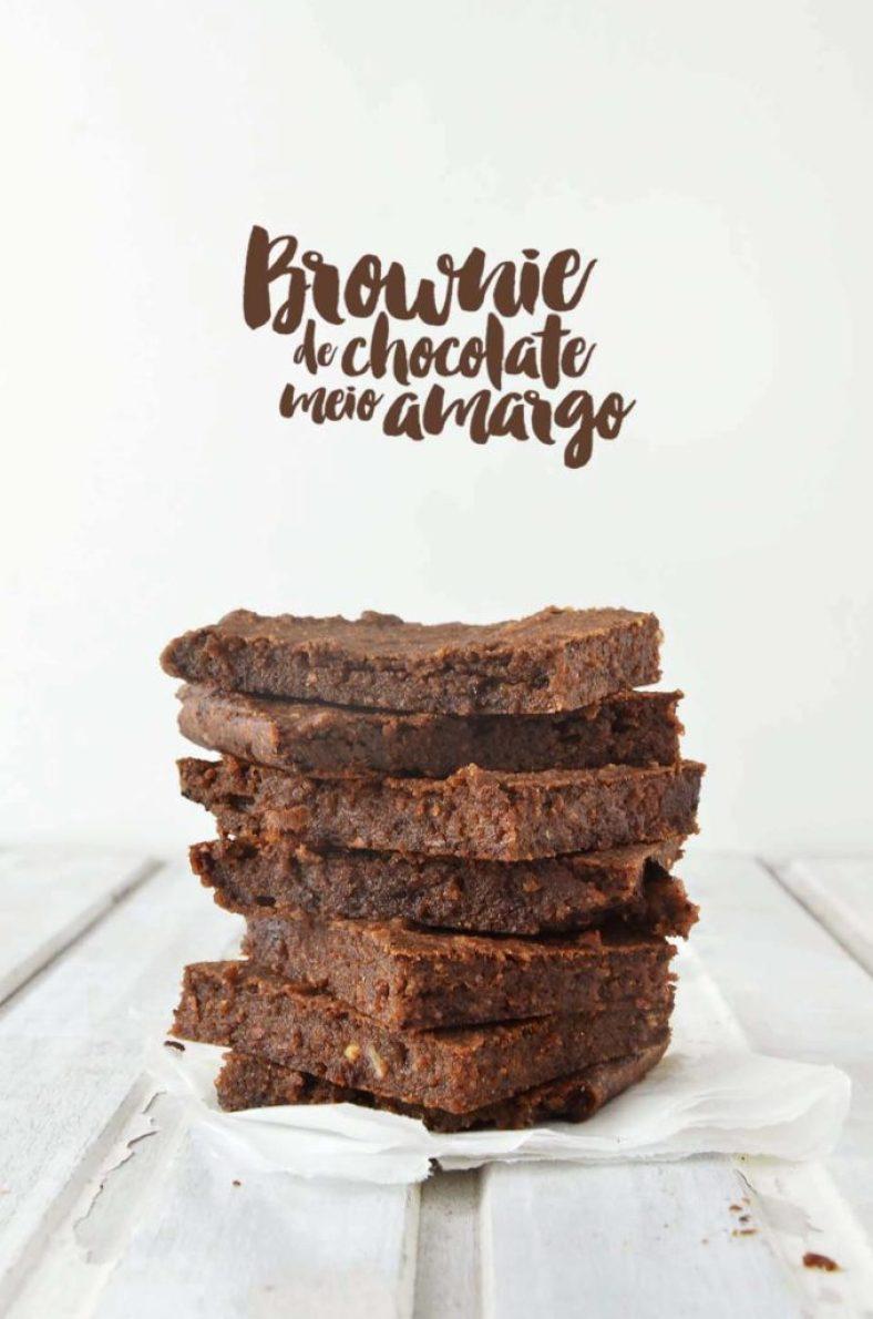 Brownies de chocolate empilhados