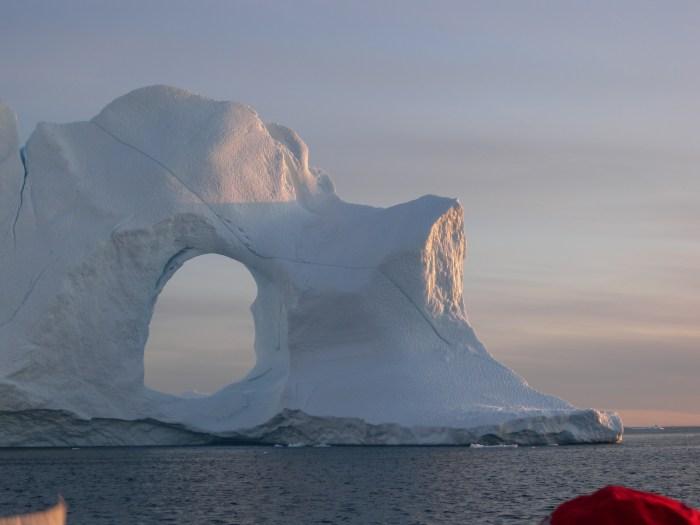 Iceberg al tramonto