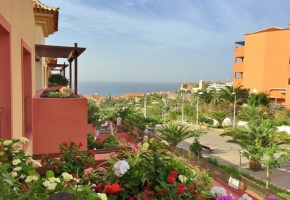 3 Bedroom Penthouse Apartment for sale Terrazas Del Duque 495,000€