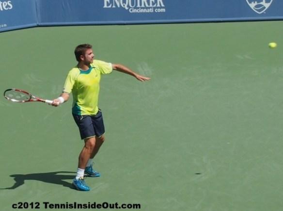 Stanislas Stan Wawrinka yellow shirt forehand Federer match Cincinnati Open 2012 pictures images