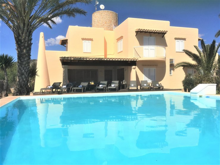 VILLA WITH POOL 2 KM FROM IBIZA
