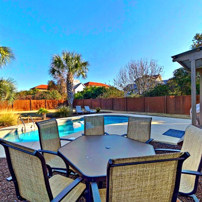 Crystal Beach Destin rental home pool eating area