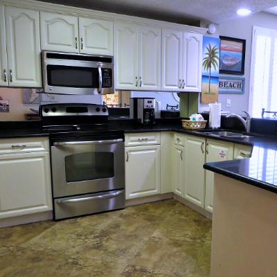Sterling Sands Destin rental condo kitchen