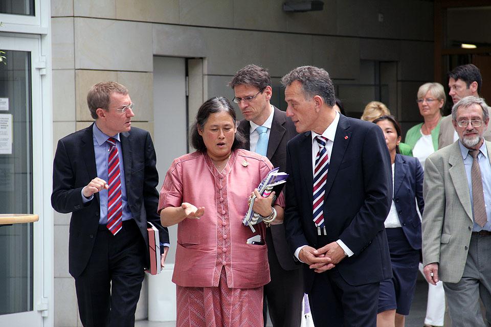 Besuch Prinzessin Sirindhorn am AAI Hamburg (29. Juni 2011) - Bild 01