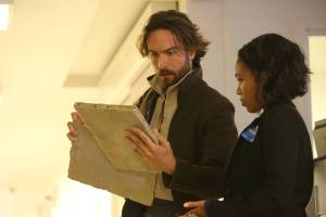 "SLEEPY HOLLOW: Ichabod Crane (Tom Mison, L) and Abbie (Nicole Beharie, R) in the ""I, Witness"" season two premiere episode of SLEEPY HOLLOW airing Monday, Oct. 1 (9:00-10:00 PM ET/PT) on FOX. ©2014 Fox Broadcasting Co. CR: Tina Rowden/FOX"