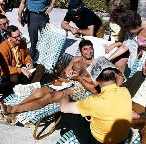 UNITED STATES - JANUARY 10:  Football: New York Jets QB Joe Namath casual on beach with media and fans before Super Bowl III game vs Baltimore Colts, View of Brent Musburger (far L), Fort Lauderdale, FL 1/10/1969  (Photo by Walter Iooss Jr./Sports Illustrated/Getty Images)  (SetNumber: X13781)   Original Filename: 81803086.jpg