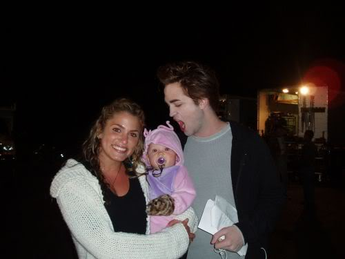 rob pattinson bites baby nikki reed